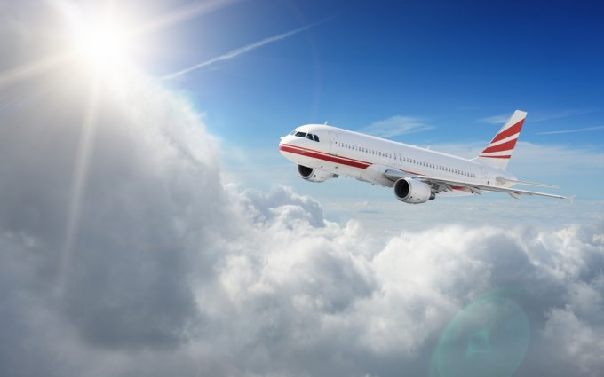 Airplane-in-the-sky-photo