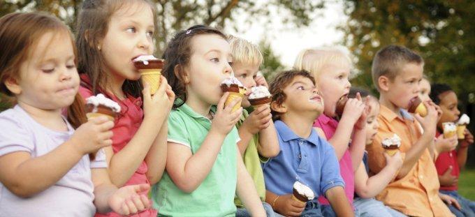 kids-eating-ice-cream