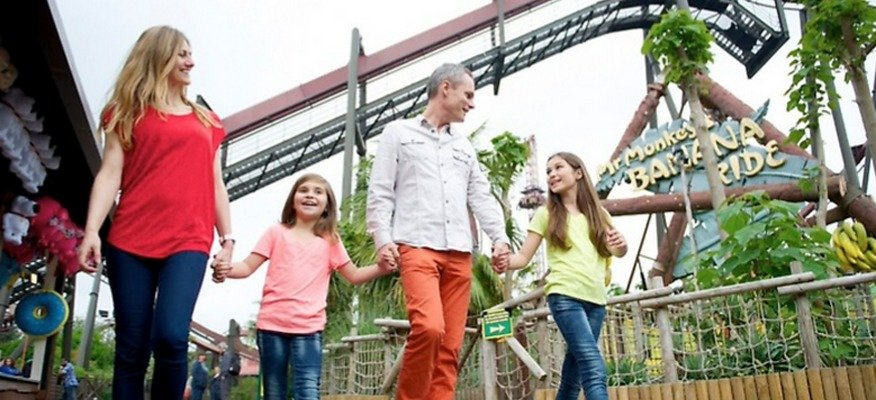 Family enjoying at Thorpe Park