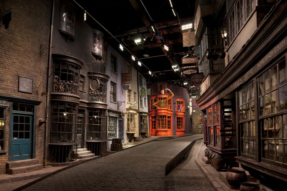 017-sets-diagon-alley-1468757193-8ytt