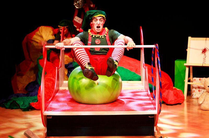 santas-new-sleigh-lichfield-garrick11