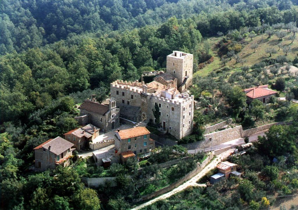 Castello-di-Cisterna