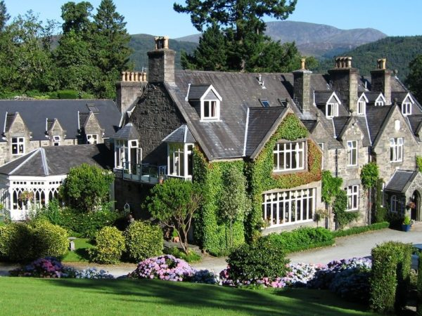 £199 -- 2-night Snowdonia stay with meals & bubbly, 41% off