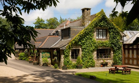 East Devon: East Devon: Room for Two with Breakfast and Bottle of Wine at Lakeview Manor