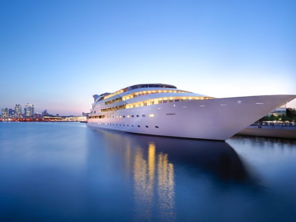 £59 -- Massage, facial & bubbly on luxury London yacht