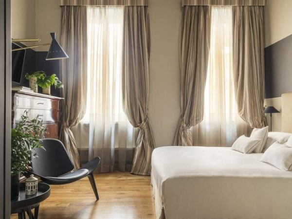 Crossing Condotti, Rome, Italy - save 31%