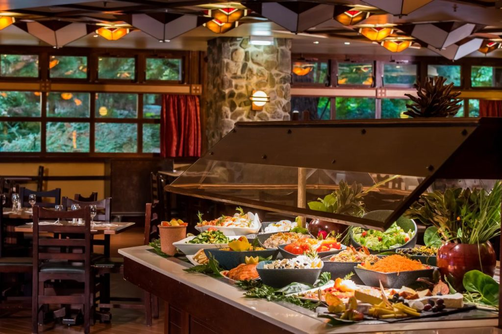 Scrumptious buffet meals for families with children at Disney's Sequoia Lodge