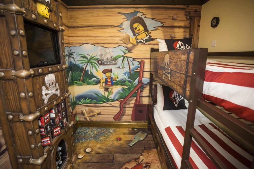 Kid-friendly Pirate-themed Double Room with Bunkbeds that sleeps 4 at Legoland Windsor Resort Hotel