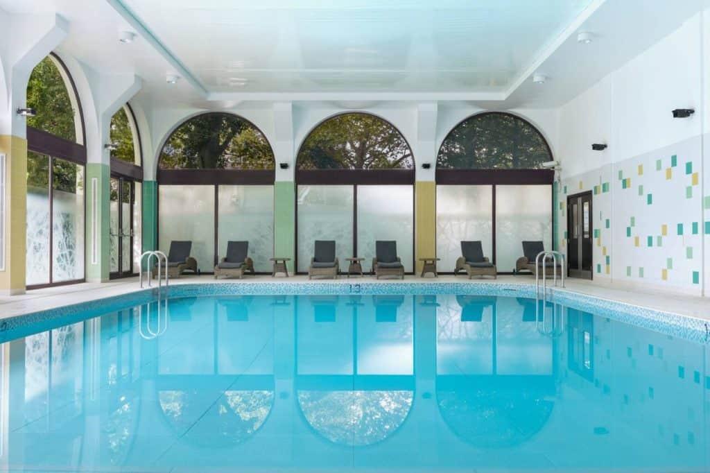 Kid-friendly Swimming pool at London Marriott Hotel Regents Park near London Zoo