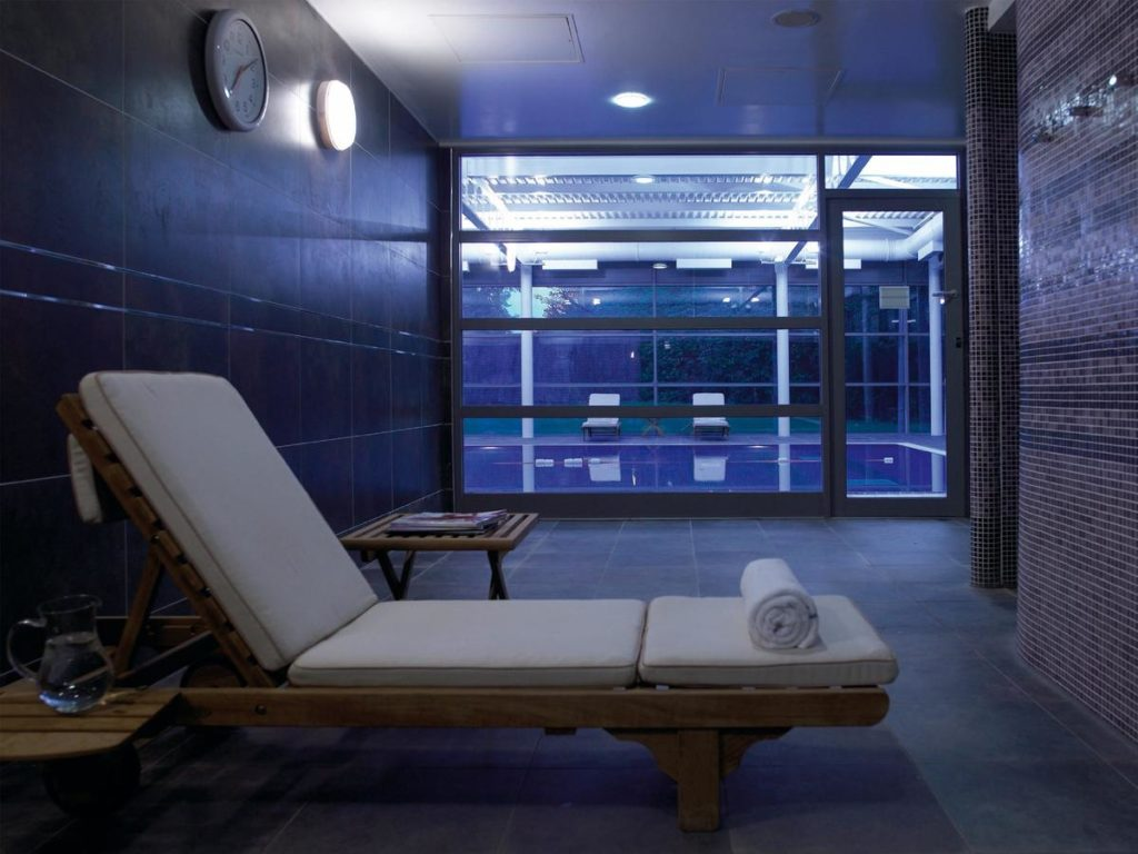 Relaxing Kid-friendly Macdonald Berystede Hotel & Spa Swimming Pool Lounges