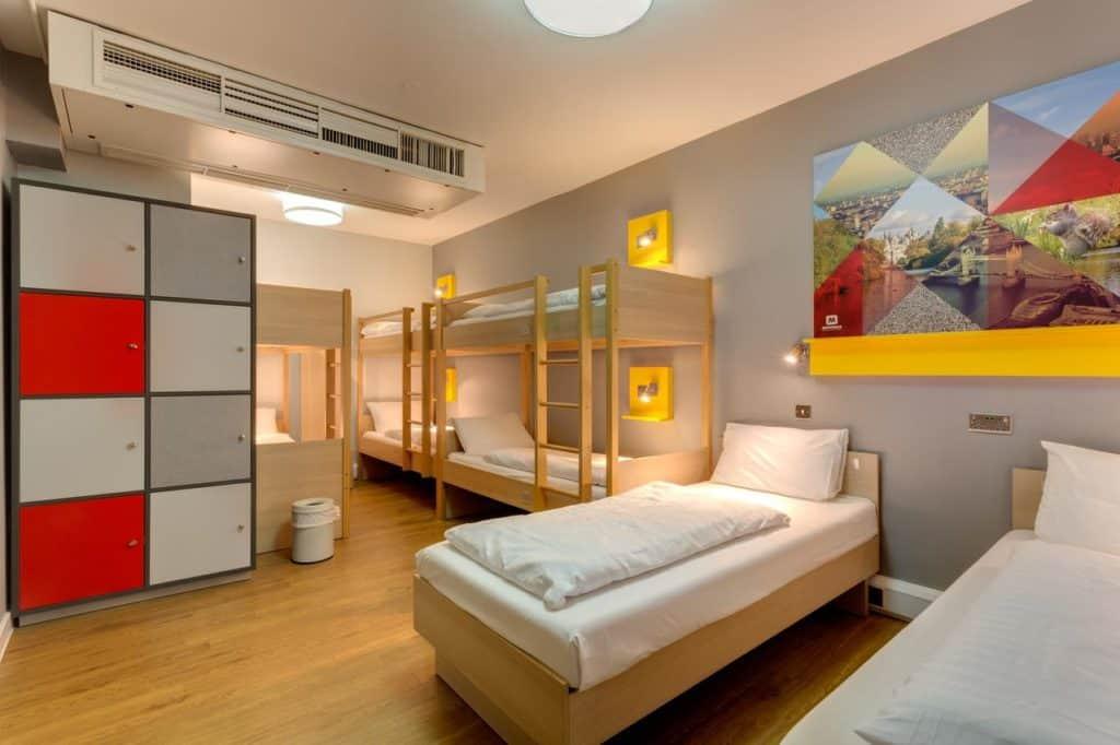 bunk beds inside meininger hotel london