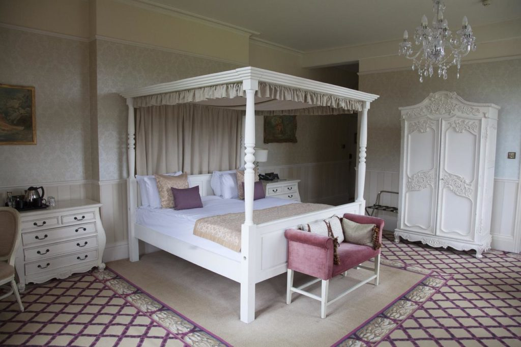 Princess-type four poster bed with elegant chandelier at kid-friendly Shendish Manor Hotel