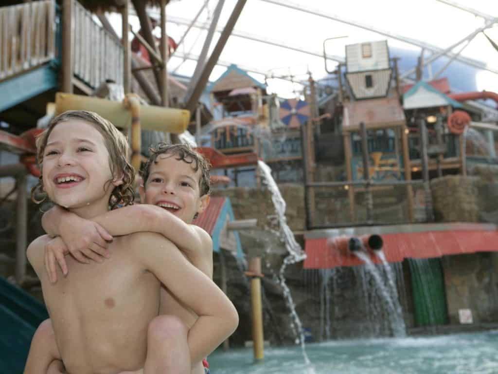 Two kids enjoying the swiming pool at Splash Landings Hotel and waterpark