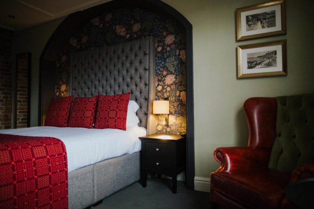 Inside a luxurious family room at The Globe near Warwick Castle