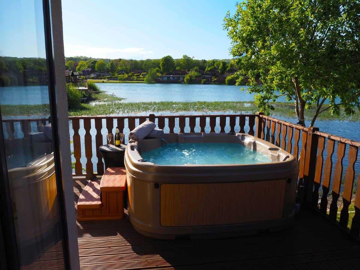 Samhchair-Lodge-hot-tub-1