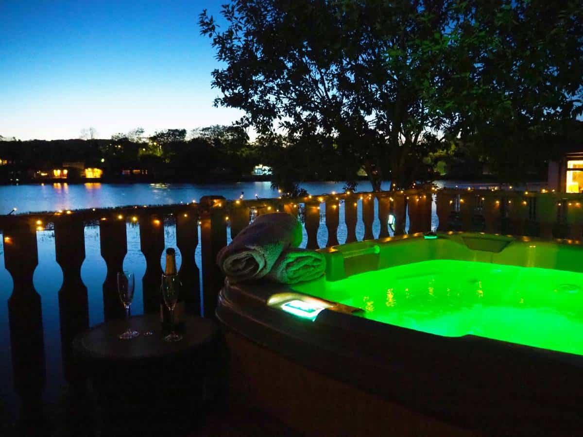 Samhchair-Lodge-hot-tub-2-1