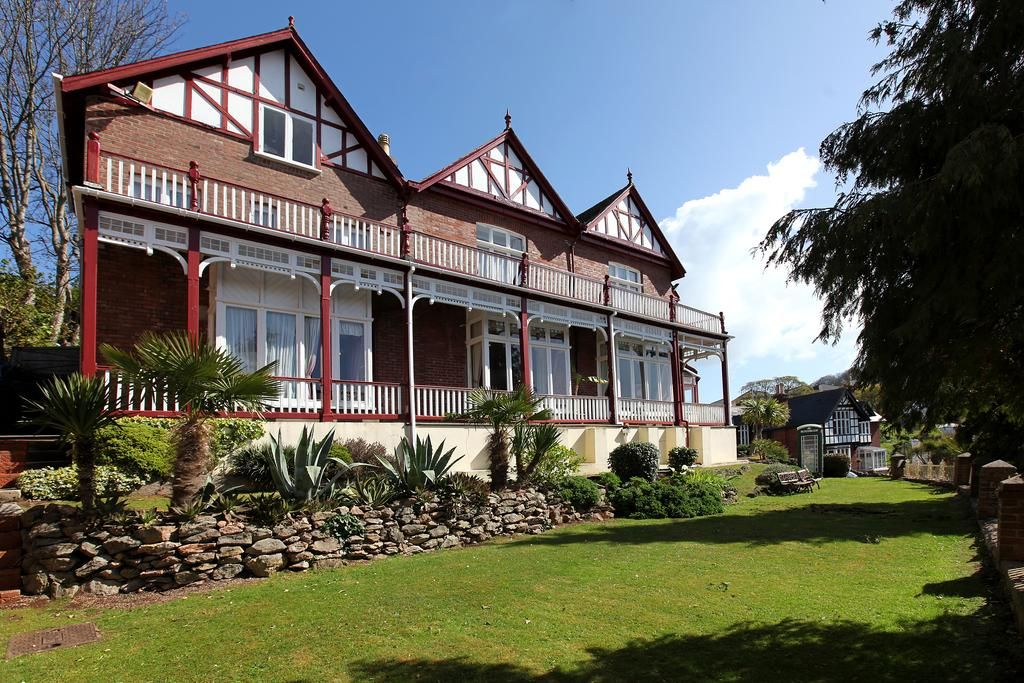 Exterior view of the Robin Hill hotel in Devon