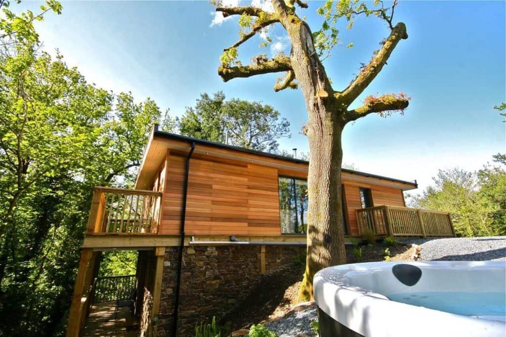 hot tub and treehouse at sunridge